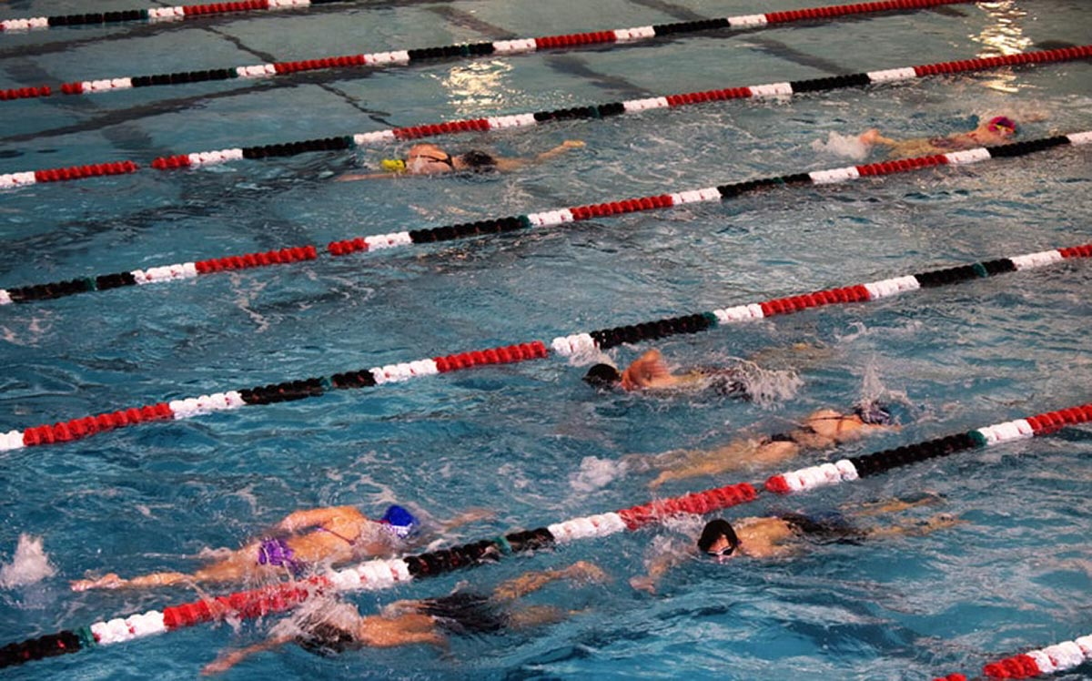 Bewegung & Sport, Schwimmen (Foto © bbasch, unsplash.com)   BRG Wörgl
