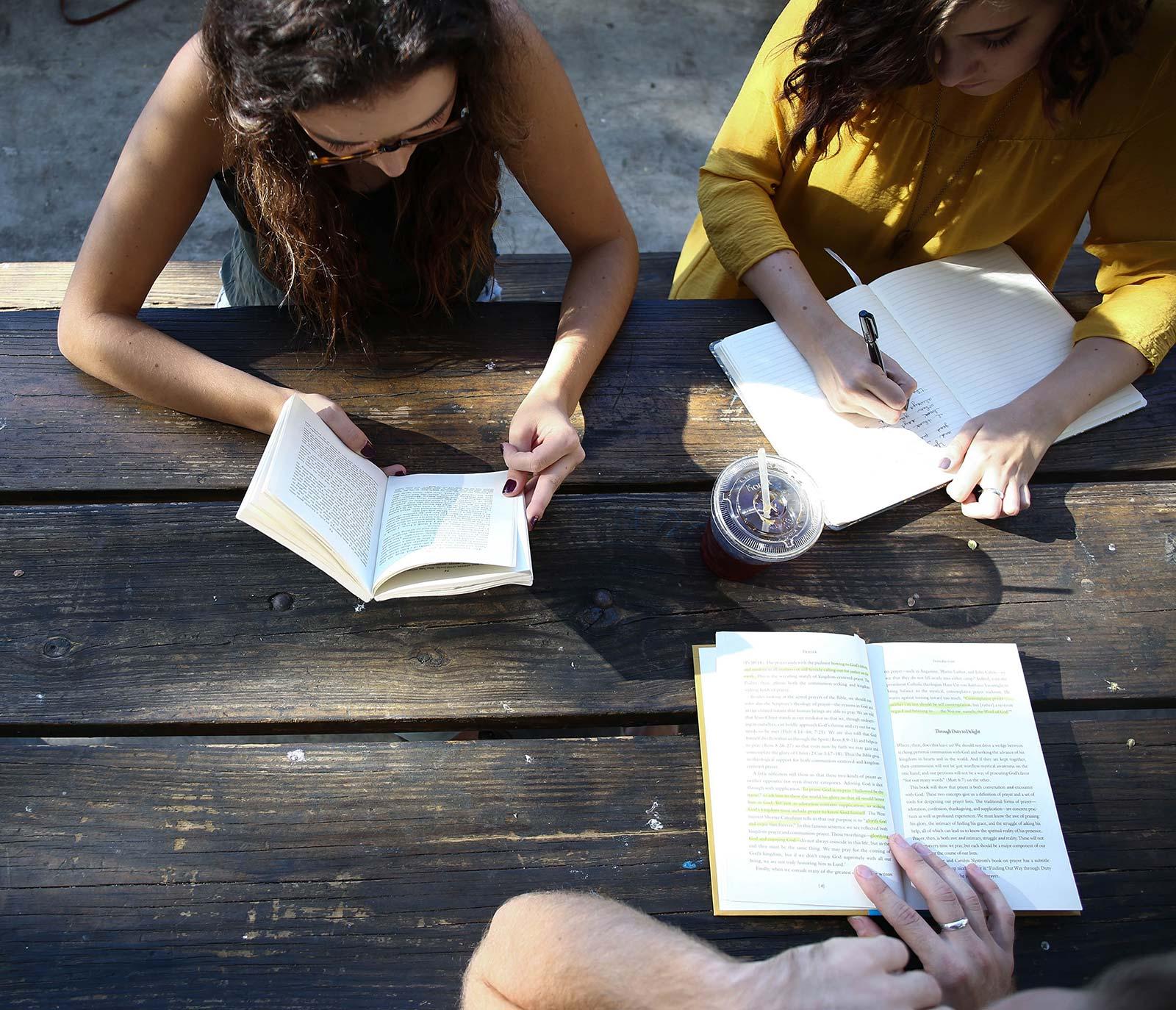 Schüler*innen (Foto © Alexis Brown, unsplash.com) | BRG Wörgl