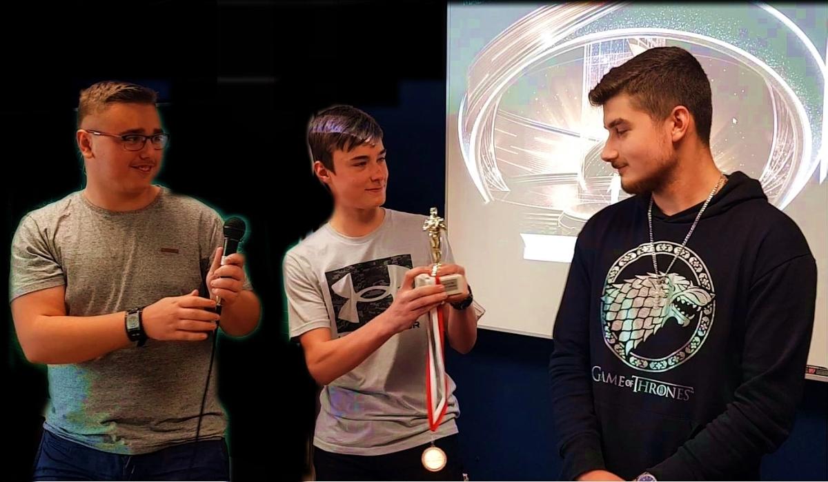 ME | Oscar | Milos und Tobias 5B moderieren die Oscarverleihung an Angelos 6B | BRG Wörgl